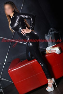 Brunette escort in Madrid | Catalina