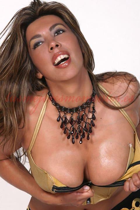 Olimpia es una acompañante latina preciosa