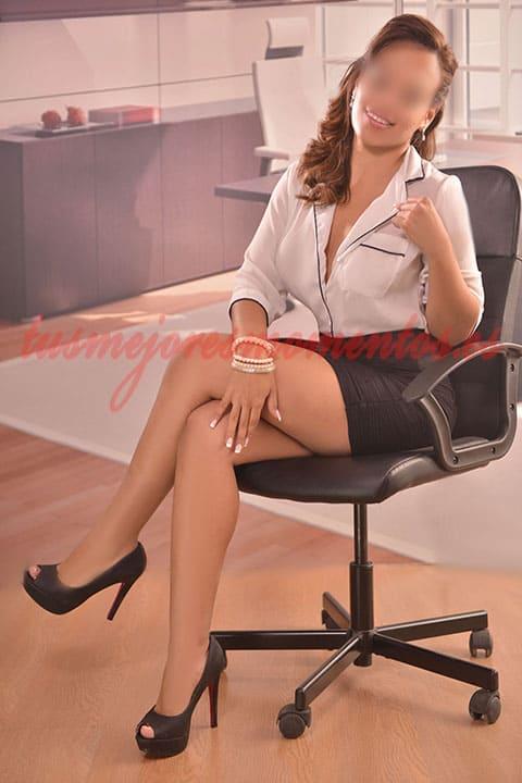 Escort Perla, experta en atención a parejas
