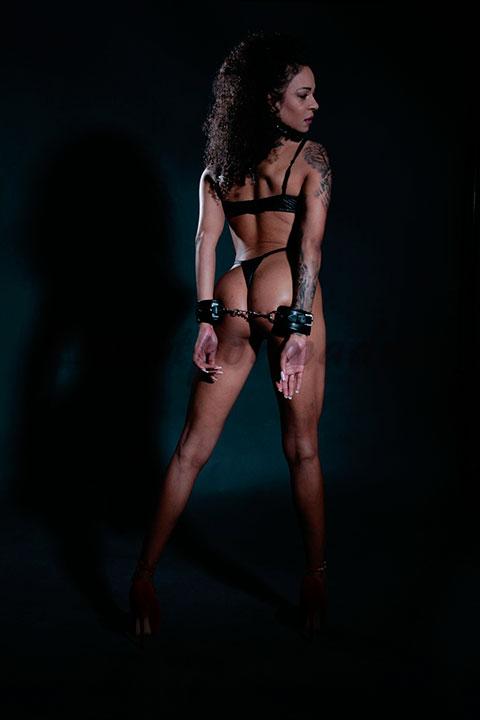 Una escort de lujo negra preciosa. Ébano