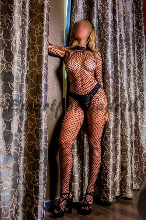 Latina brasileña de grandes y firmes pechos. Amanda